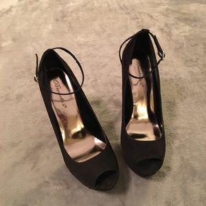 5/$20! Breckelle's Platform Peep Toe